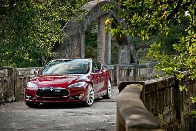 Model S Signature - Signature Red.