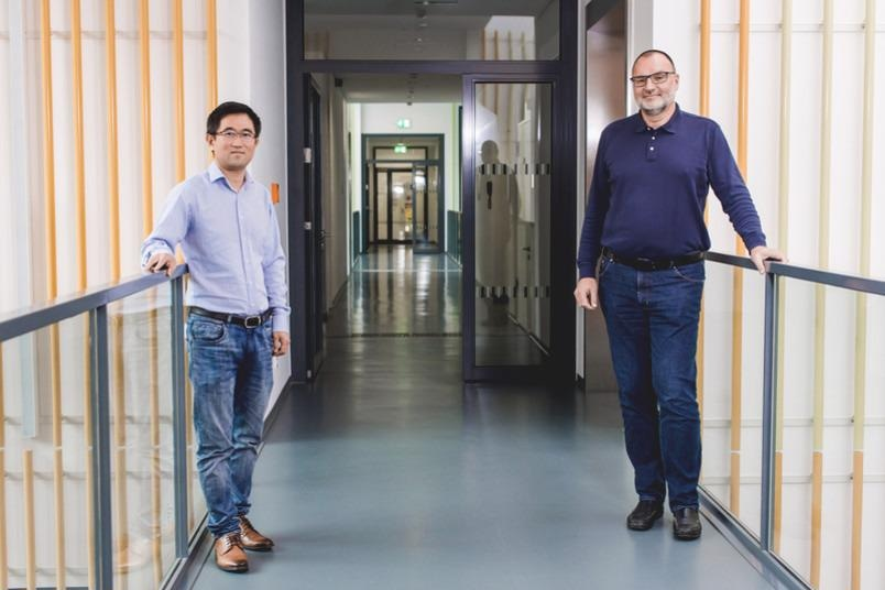The Bochum-based catalysis team: Baoxiang Peng (left) and Martin Muhler.