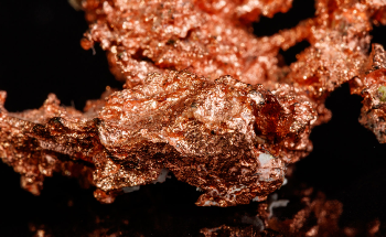 Catalysts Made from Copper Oxide are Superior to Purely Metallic Ones