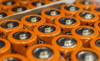 A Novel Method to Convert Food Waste into Rechargeable Batteries